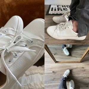 H&M white tennis sneakers shoes pebbled textured